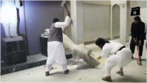 La distruzione della galleria di Hatra nel video dell'IS del 26 febbraio 2015