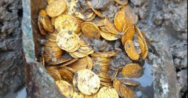 Eccozionale scoperta a Como: un tesoro di centinaia di monete d'oro